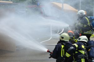 Сотрудники МЧС обеспечивают безопасность в период проведения Крещенских купаний